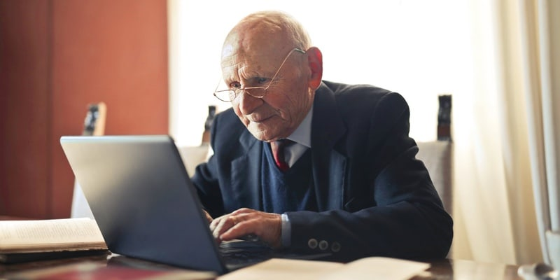 One billion dollars lost by over-60s through online fraud in 2020, says FBI